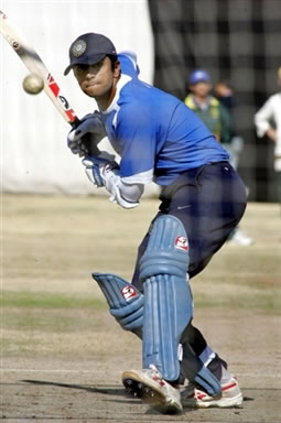 Rahul Dravid about to plays a shot