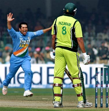 Tendulkar celebrates the wicket of Inzamam-ulHaq
