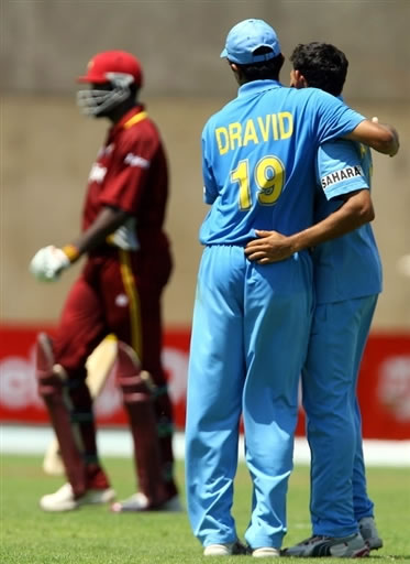 Dravid & Agarkar celebrates the dismissal of Gayle