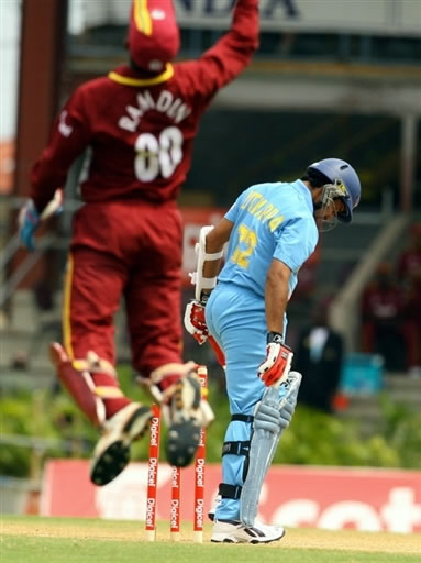 Ramdin celebrates the dismissal of Uthappa