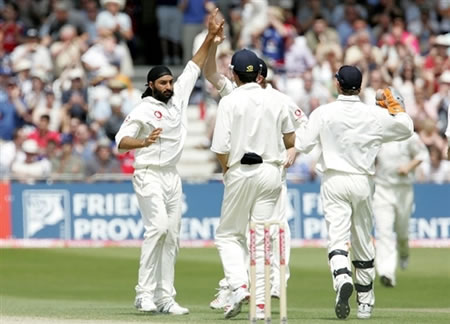 Panesar celebrates the wicket of Tharanga