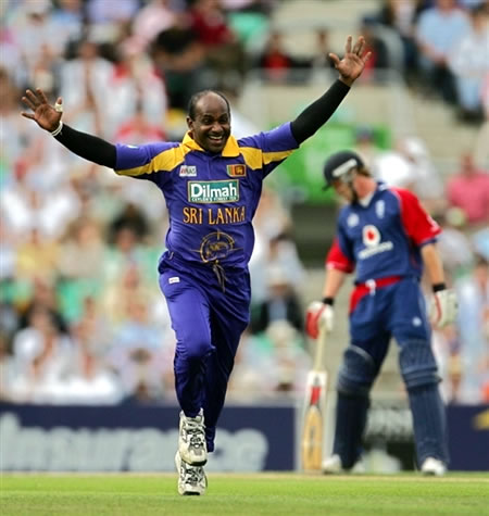 Jayasuriya celebrates after taking the wicket of Pietersen