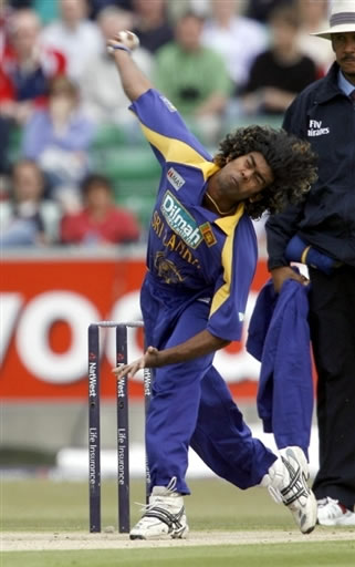 Malinga about to delivers a ball