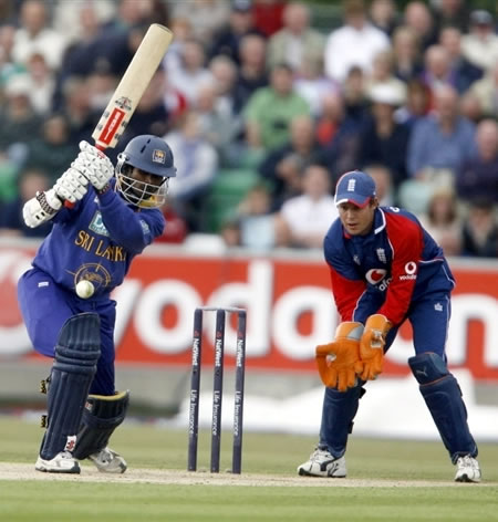 Tharanga hits a shot