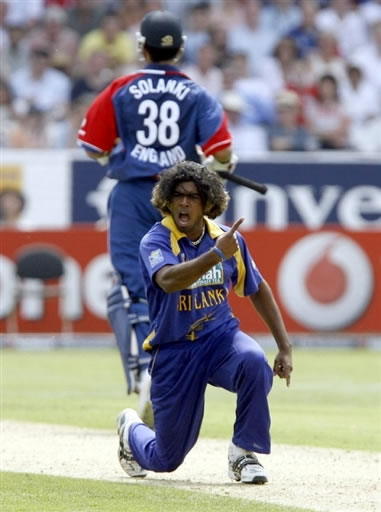 Malinga celebrates the wicket Jones