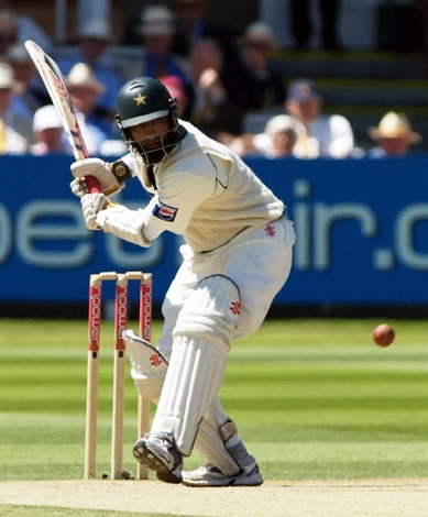 Mohammad Yousuf about to hits a boundary