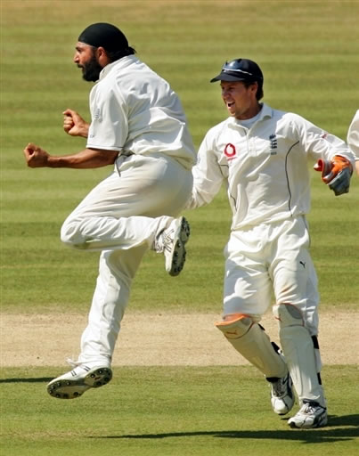 Panesar celebrates the wicket of Mohammad Yousuf